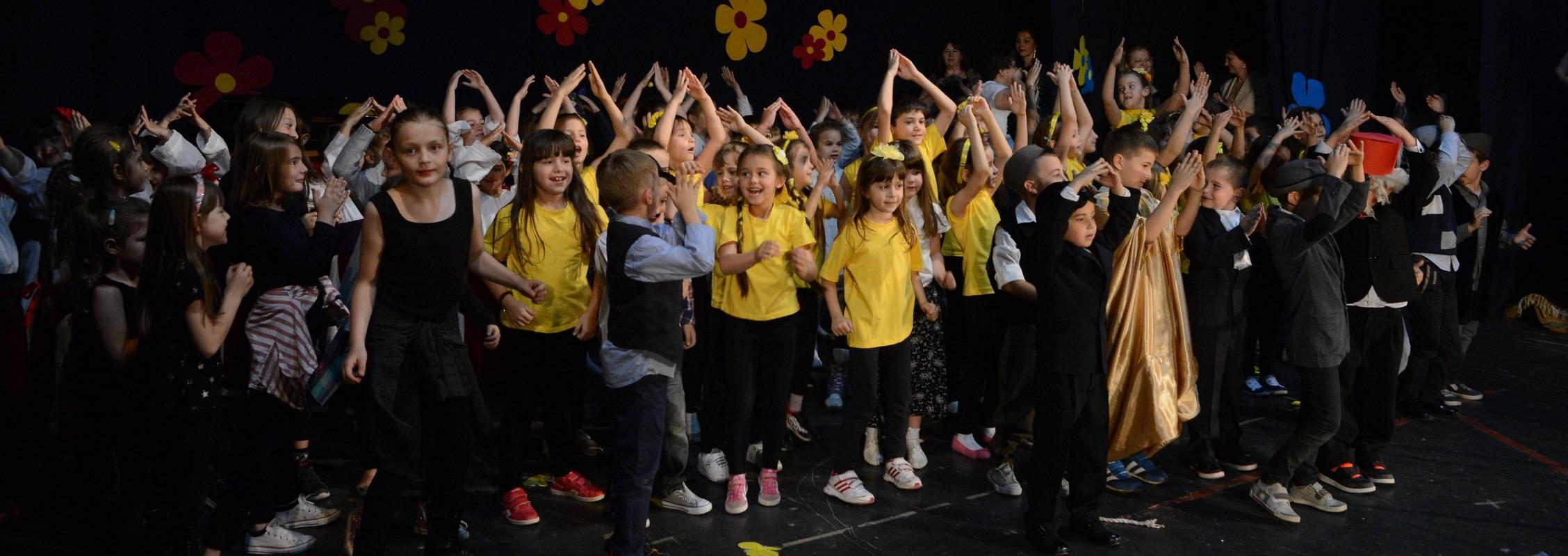 Свечана академија у сали биоскопа поводом прославе 50 година установе
